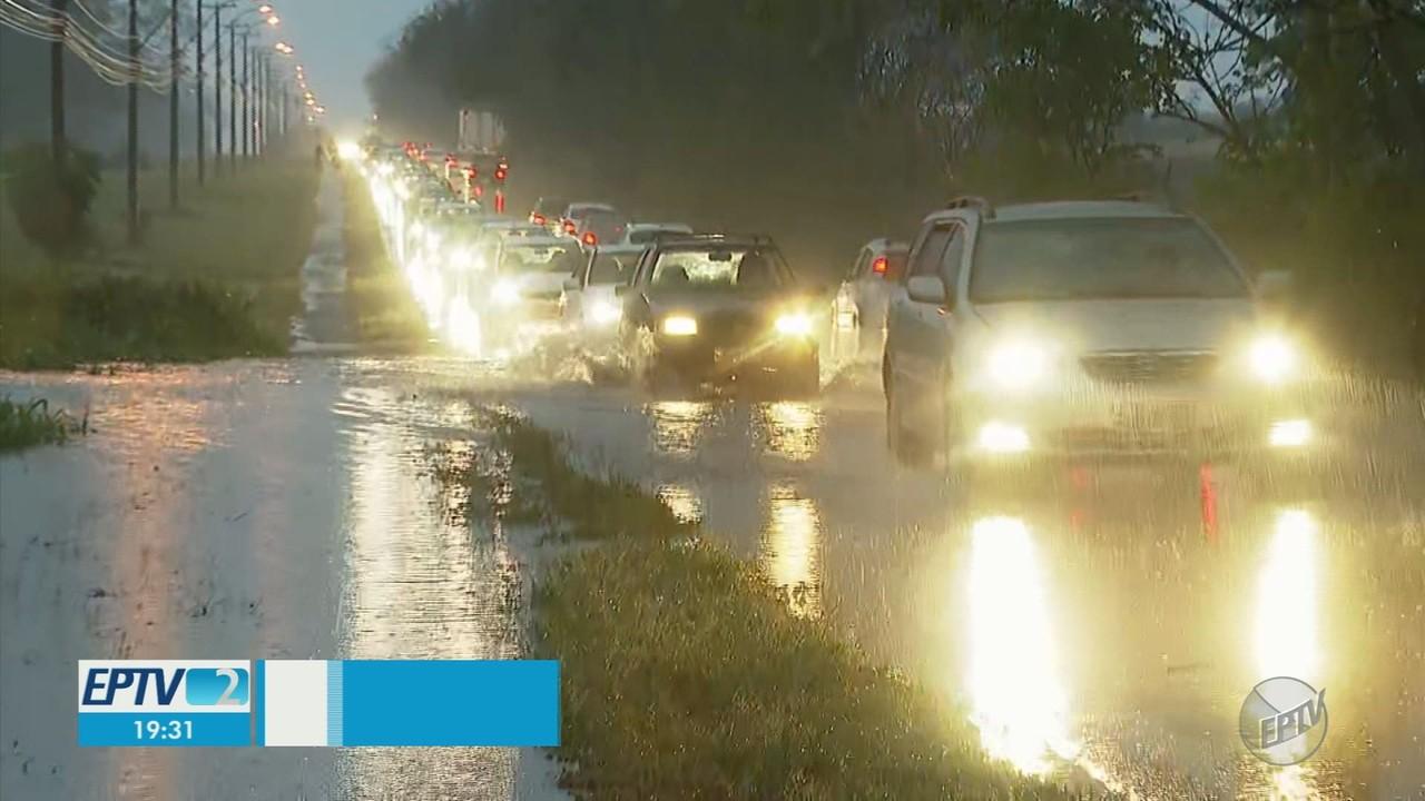 Chuva causa transtornos em Ribeirão Preto, SP