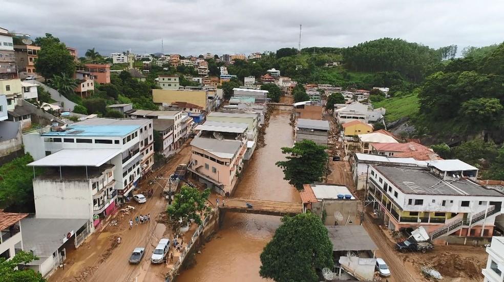 ICONHA: 20/01/2020 - Ruas inteiras ficaram cobertas de lama — Foto: Reprodução/ TV Gazeta