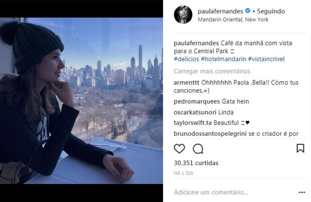 Paula Fernandes no hotel em NY (Foto: Reprodução)