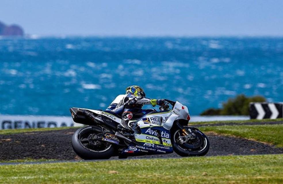 Karel Abraham com a GP17 em Phillip Island semana passada... — Foto: Internet