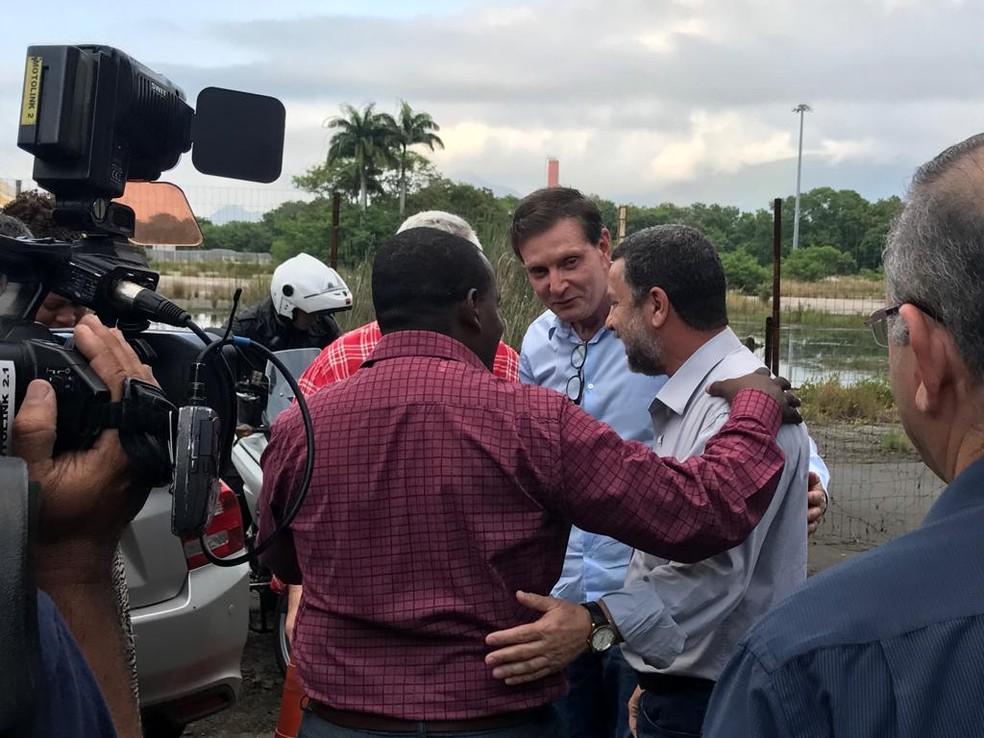 Marcelo Crivella no lançamento de pedra fundamental de obra na Barra — Foto: Alba Valéria Mendonça/G1