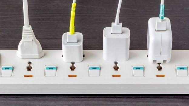 Níveis instáveis de bateria também podem indicar que seu carregador é falso  (Foto: Getty Images via BBC)