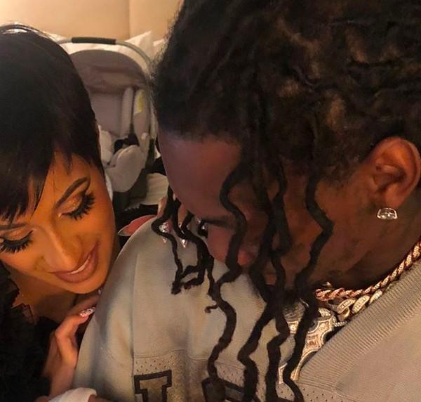 A rapper Cardi B com o marido e o filho dos dois (Foto: Instagram)