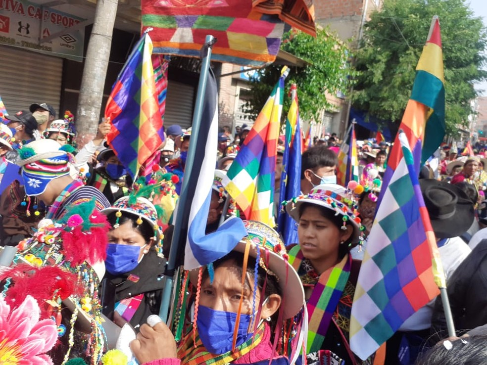 Mulheres bolivianas aguardam a volta de Evo Morales, em 9 de novembro de 2020 — Foto: Melissa Rio/Divulgação/Assessoria da Presidência da Bolívia