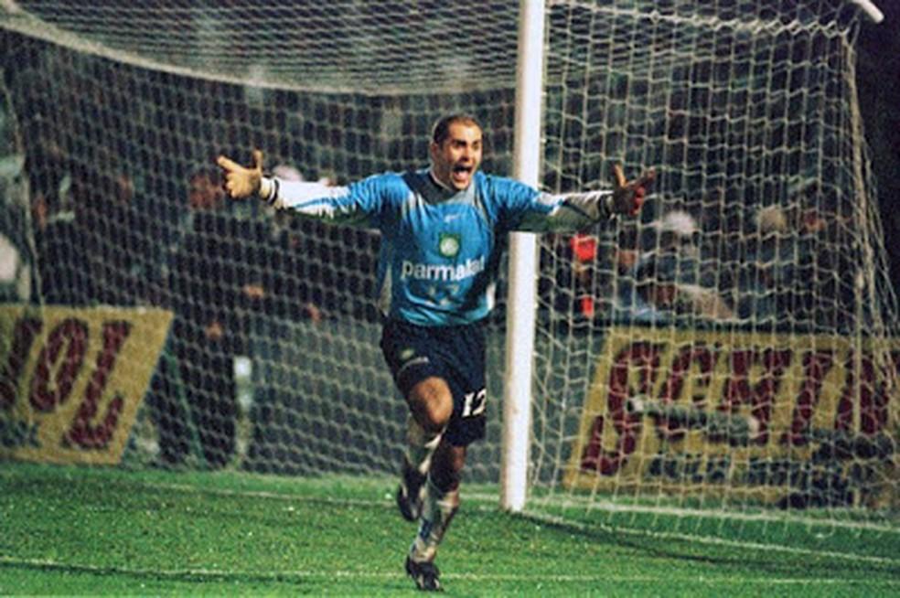 Marcos comemora título do Palmeiras na Libertadores de 1999 — Foto: Reprodução
