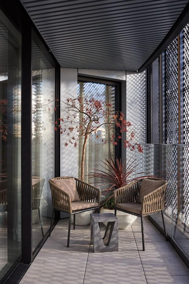 Décor elegante define apartamento em área industrial de Londres (Foto: Tina Hillier)