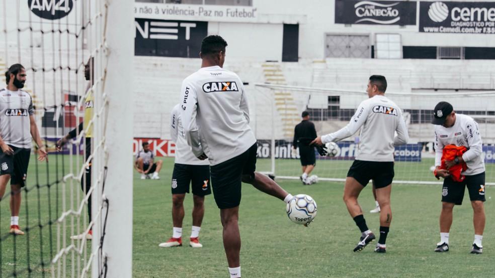... Elenco da Ponte volta a treinar nesta segunda-feira — Foto  Luiz  Guilherme Martins 609cdb0f716e9