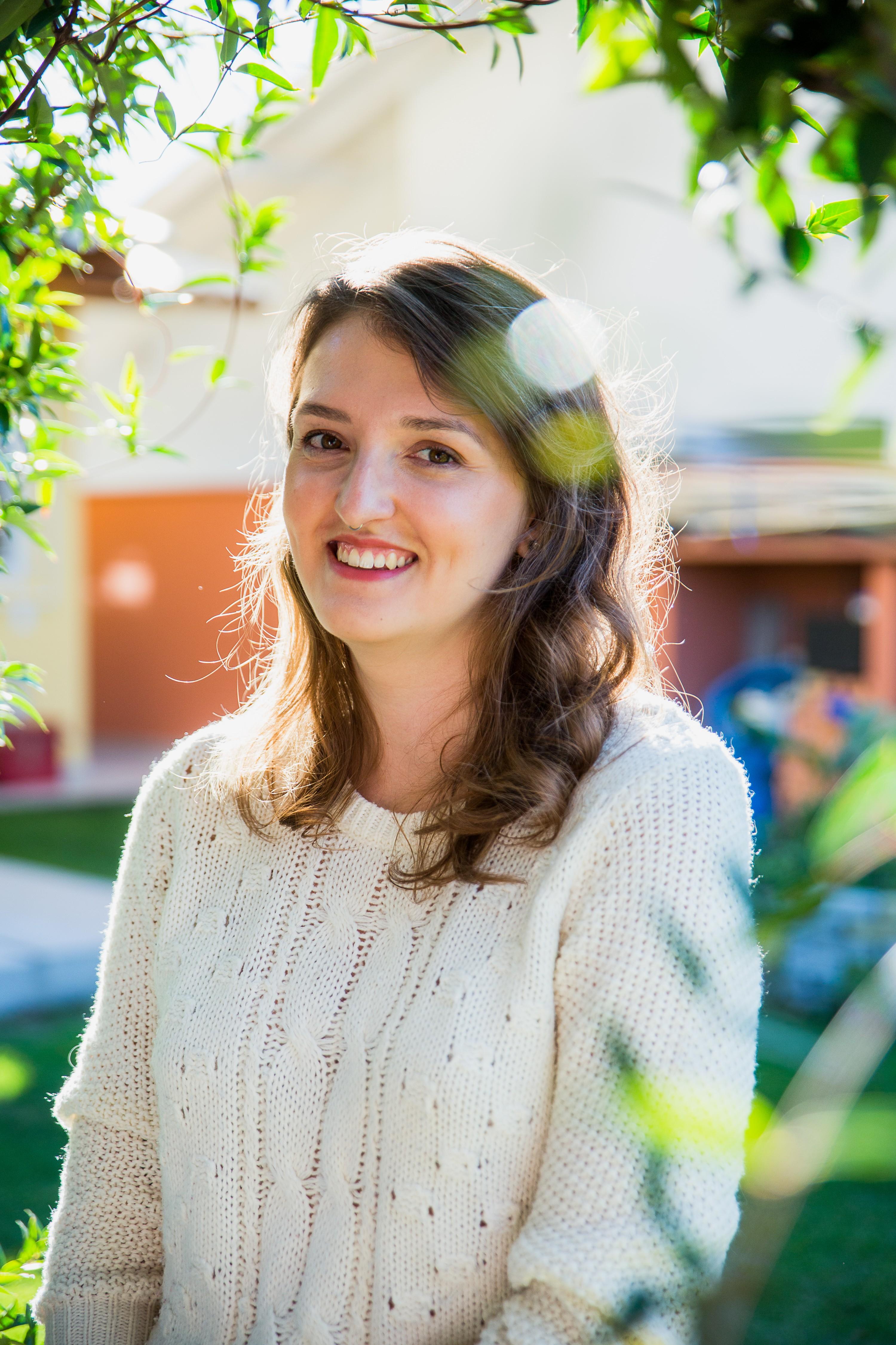 Cristal Muniz, de 27 anos, é autora de livro com dicas de como levar uma vida sem a produção de lixo (Foto: Lucas Lorenzo)