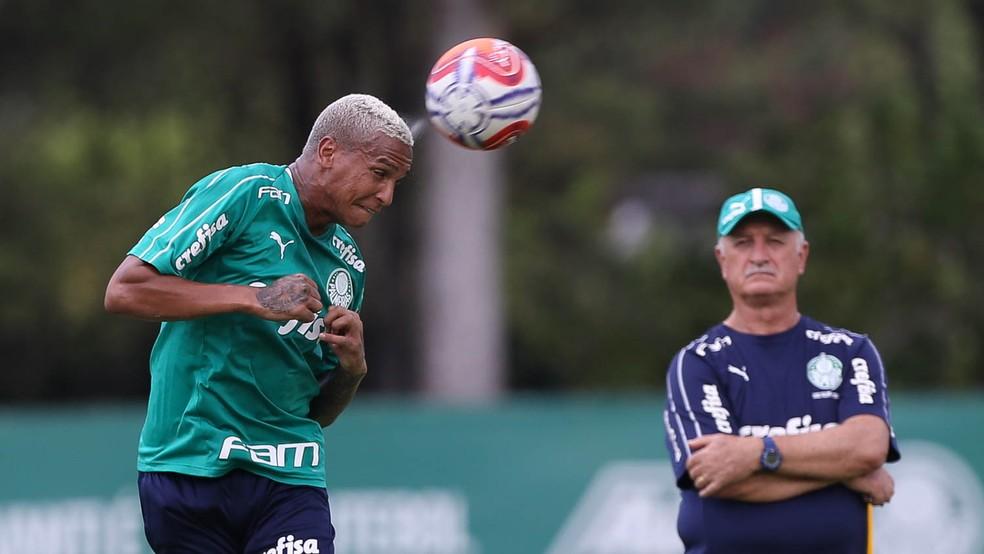 Deyverson e Felipão em treino do Palmeiras — Foto: César Greco/Ag. Palmeiras/divulgação