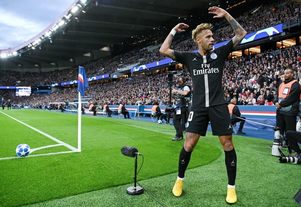 Neymar marcou três gols na goleada sobre o Estrela Vermelha — Foto: AFP