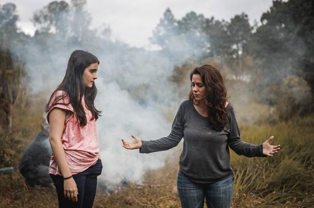 Valentina Herszage e a diretora Mariana Bastos (Foto: Divulgação)