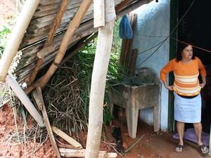 Parte da cobertura desta casa foi destruída. (Foto: Divulgação Transmarket)