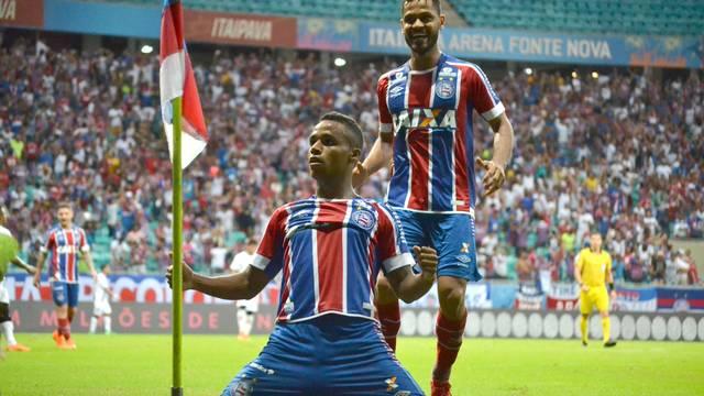 Élber marcou o primeiro gol do triunfo tricolor na Fonte Nova