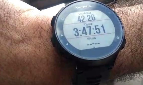 Aposentado corre maratona no quintal de casa durante quarentena do coronavírus no ABC Paulista
