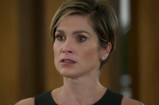 Flávia Alessandra é Helena em 'Salve-se quem puder' (Foto: TV Globo)