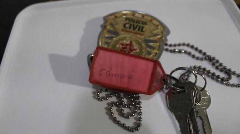 Segundo a Polícia Civil, na casa de um dos suspeitos, foi encontrada a chave da Câmara Municipal de Betim. — Foto: Polícia Civil de Minas Gerais