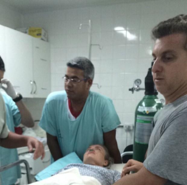 Angélica é atendida em hospital após acidente no MS (Foto: G1)