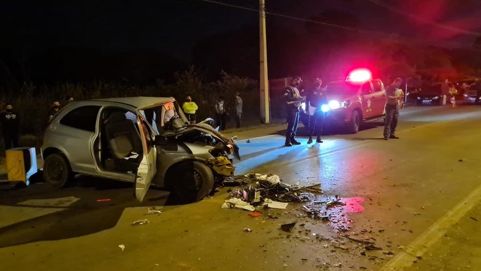 Acidente entre dois carros na DF-280 — Foto: Corpo de Bombeiros/Divulgação