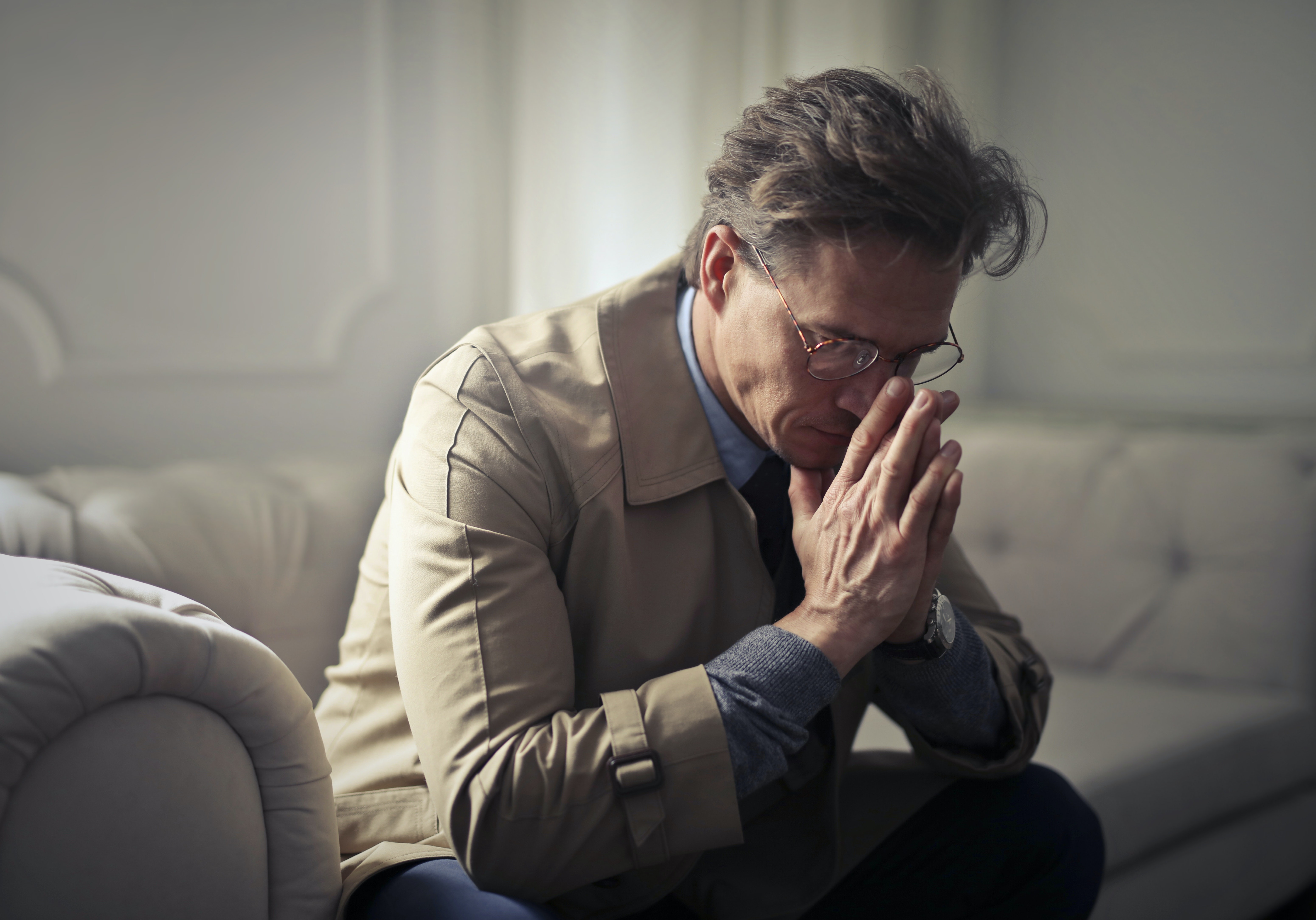 Pesquisadores descobriram que ter muitos pensamentos negativos pode aumentar o risco de alzheimer (Foto: Pexels)