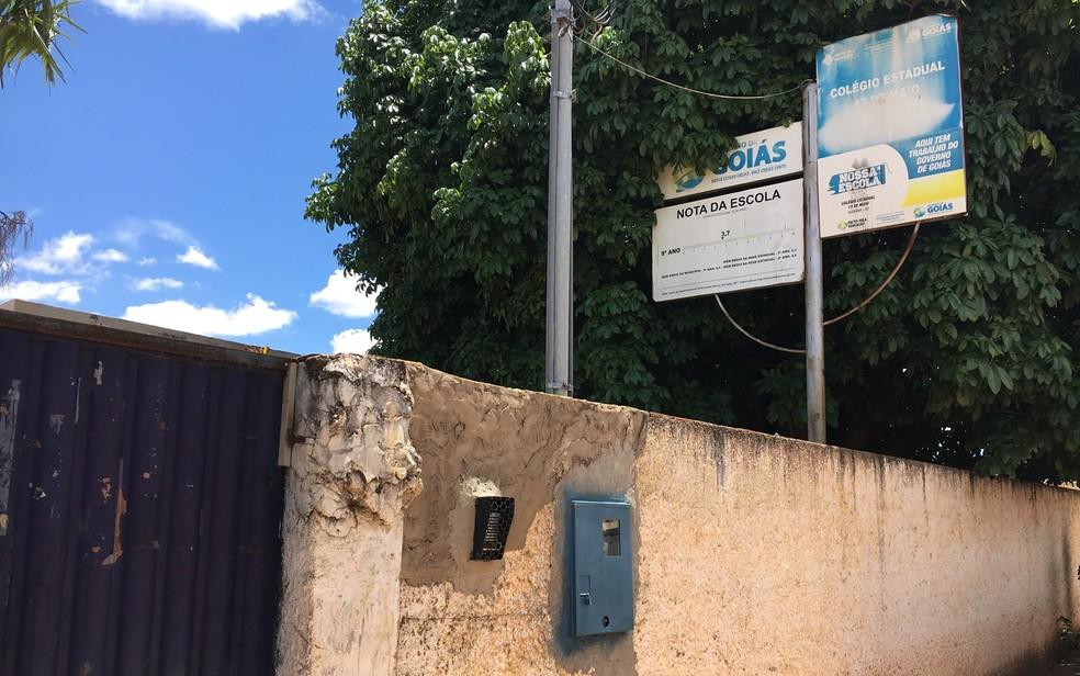 Colégio Estadual 13 de Maio, em Alexânia, Goiás, onde estudante Raphaella Novinski foi morta a tiros (Foto: Paula Resende/G1)
