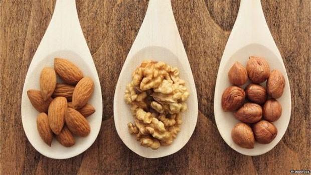 Nos últimos anos, amêndoas, nozes e avelãs tornaram-se populares graças a estudos que sugerem que podem reduzir o colesterol  (Foto: Thinkstock)