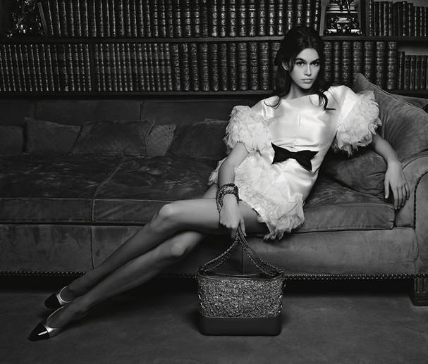 Kaia Gerber para sua primeira campanha na Chanel (Foto: Divulgação/Karl Lagerfeld)
