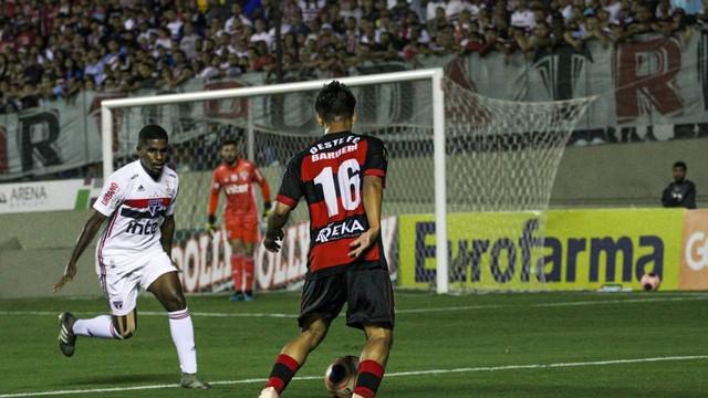 Reifit marcou o gol da vitória do Oeste contra o São Paulo p