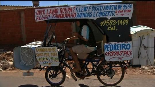 Homem conserta tanquinhos recolhidos no lixo e ganha R$ 2 mil por mês alugando os equipamentos