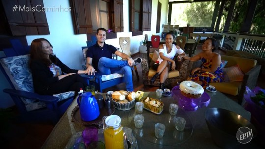 Pedro Leonardo e Cris Ikeda recebem suas mães em um bate papo bem divertido