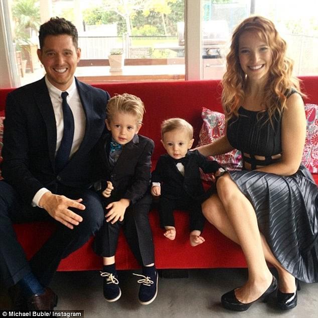 Michael Bublé, Luisana Lopilato, e os filhos Noah, de 4 anos, e Elias, de 2 anos  (Foto: Instagram)