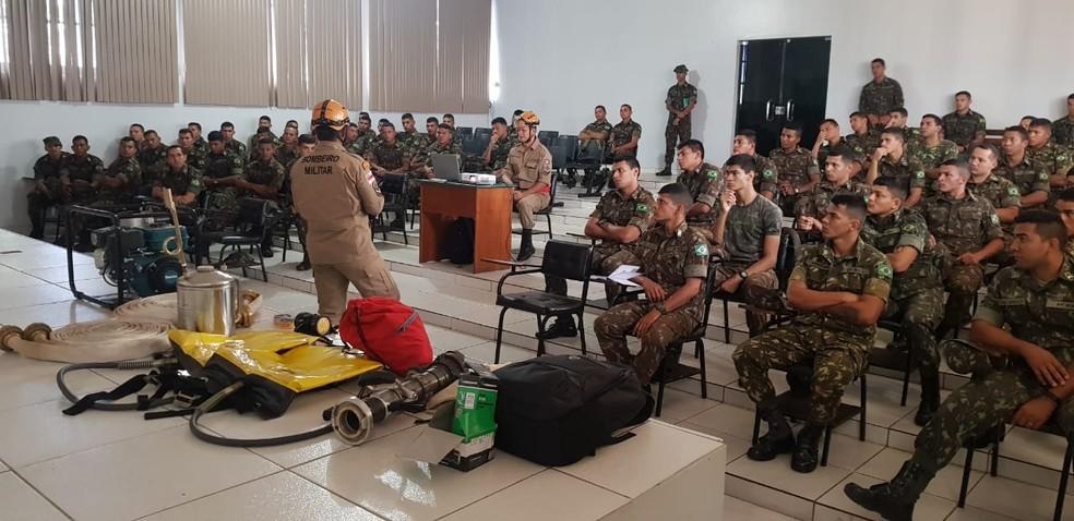 Militares fazem curso com bombeiros para atuar no Sul do Amazonas — Foto: Divulgação/Bombeiros