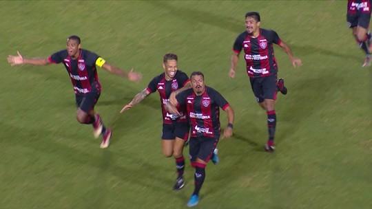 """Emocionado, Thiago Carleto diz que """"profetizou"""" gol e comemora objetivo cumprido pelo Vitória"""