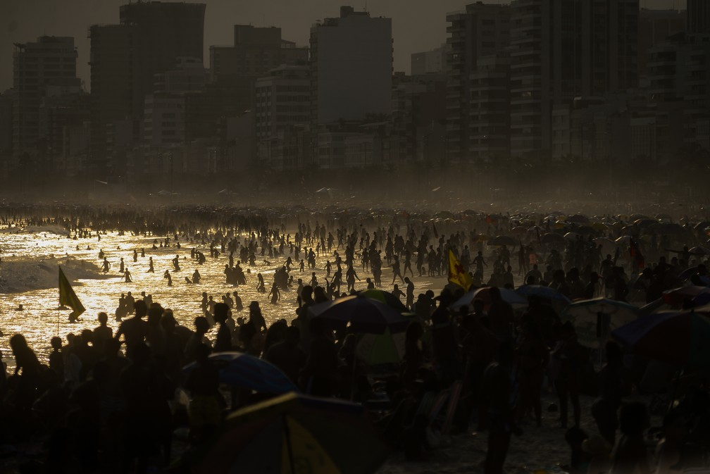 Feriado do Dia da Independência do Brasil de praias lotadas no Rio de Janeiro em plena pandemia de Covid 19, nesta segunda-feira, 7 de Setembro.  — Foto: Erbs jr./Framephoto/Estadão Conteúdo