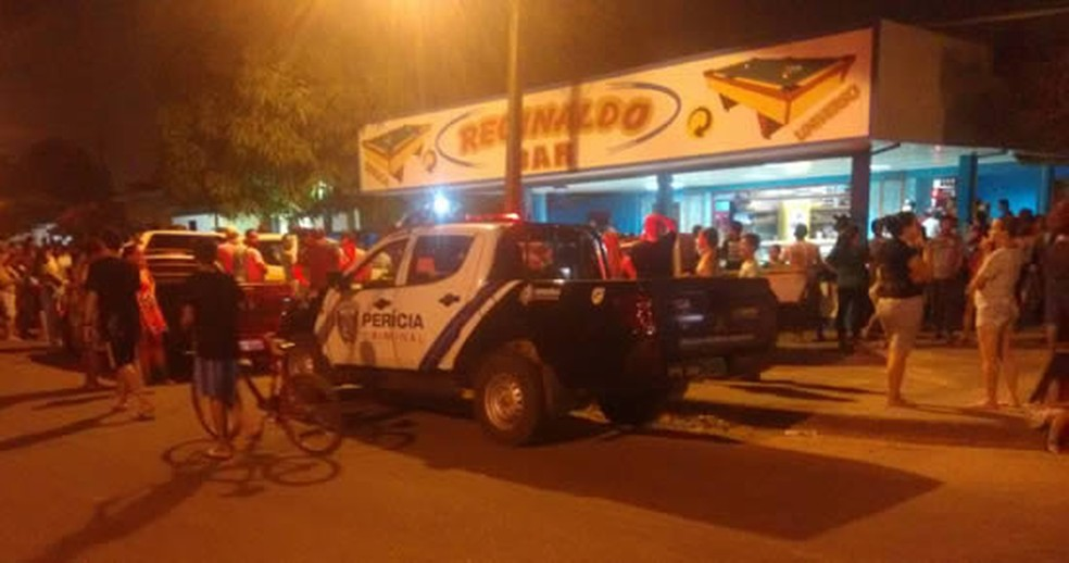 Jovem é assassinado a tiros dentro de bar em Ouro Preto do Oeste, RO (Foto: Whatsapp/Reprodução)