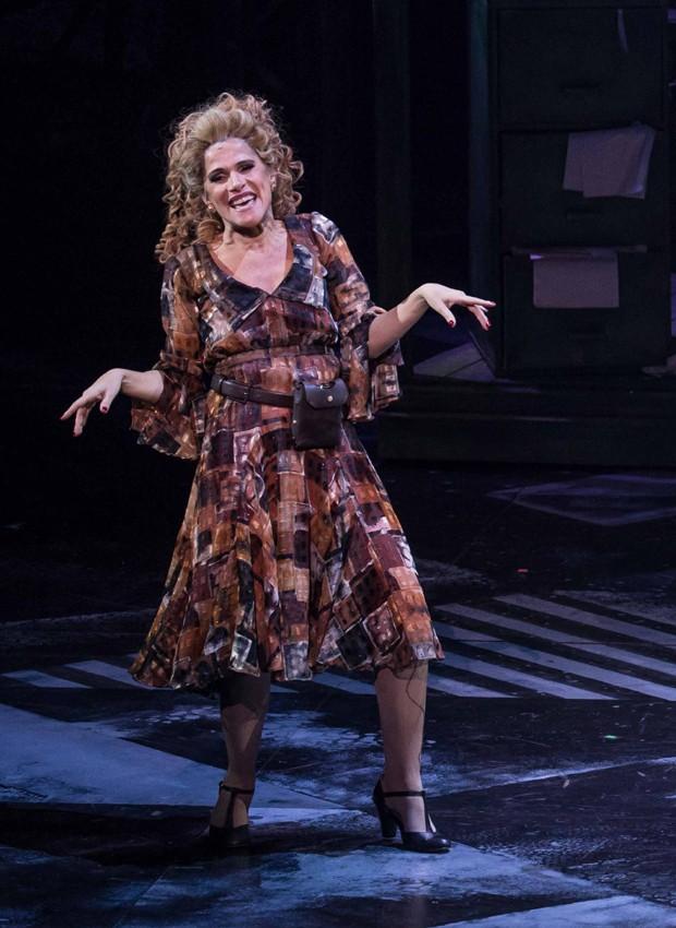 Ingrid Guimarães em cena do musical Annie (Foto: João Caldas)