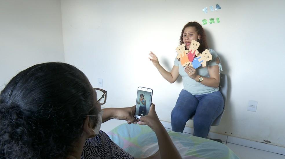 Professora de Ariquemes é destaque em premiação nacional com história dos três porquinhos  — Foto: Reprodução/Rede Amazônica
