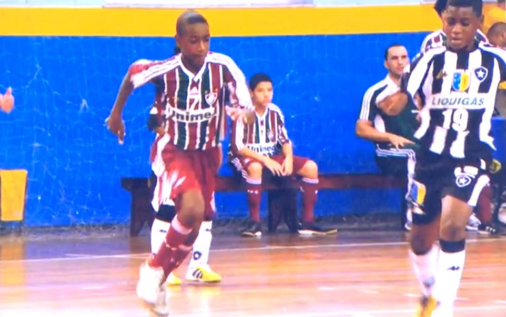Gerson, ainda criança, no futsal do Fluminense