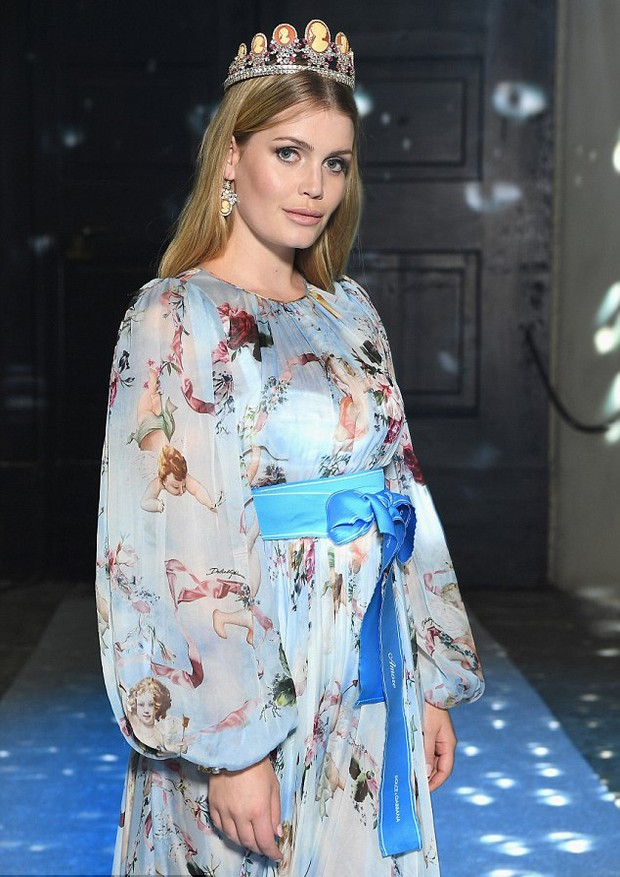 Lady Kitty Spencer, sobrinha da Princesa Diana, desfila para Dolce & Gabbana (Foto: Getty Images)