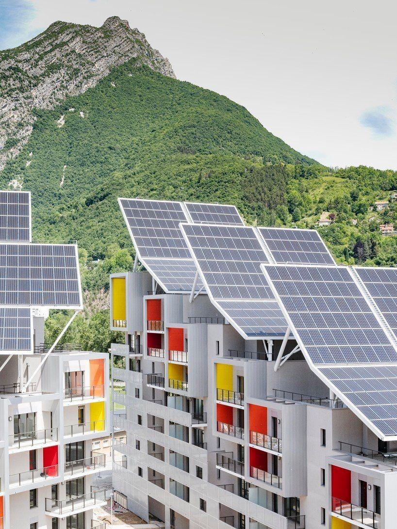 Complexo de edifícios residenciais é autossuficiente em água e energia, na França (Foto: Valode & Pistre)