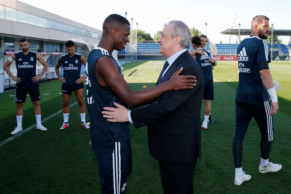 """Vinicius Junior e Florentino Pérez: presidente do clube consideraria jovem """"intocável"""" — Foto: Divulgação/Site oficial do Real Madrid"""