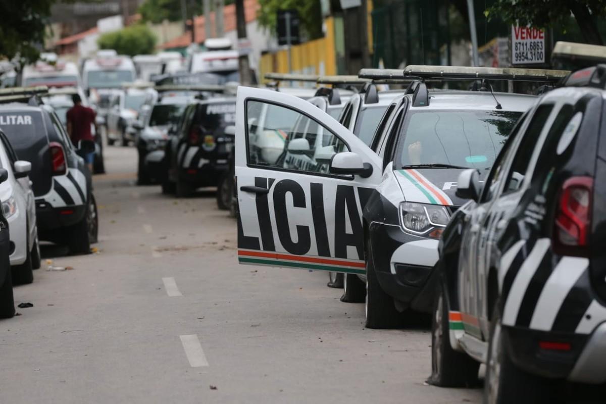 Resultado de imagem para Governo do Ceará afasta PMs que participam de motim