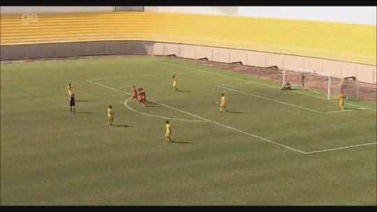 No Acre, jogador faz gol de antes do meio-campo em partida do estadual sub-20; assista