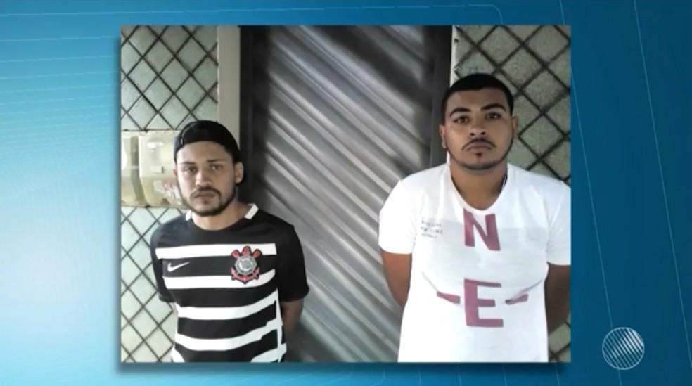 Dupla foi presa após ser abordada pela polícia (Foto: Reprodução/TV Sudoeste)