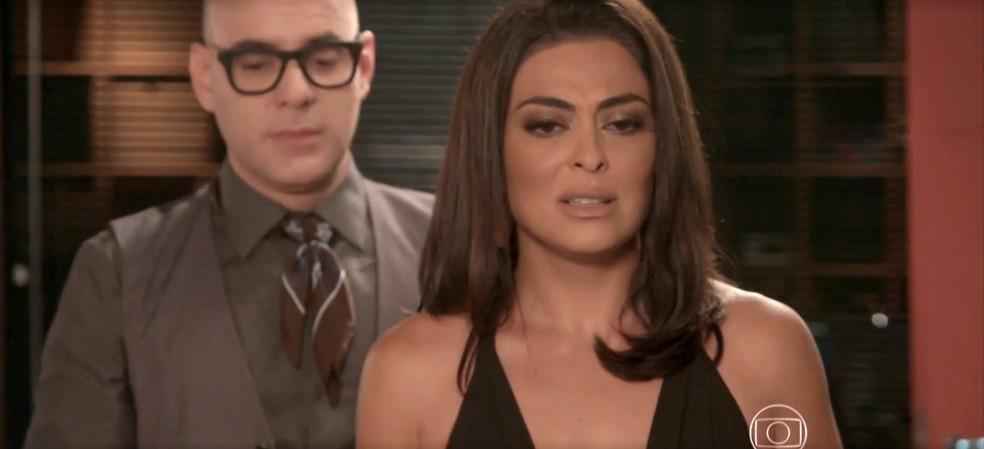 Carolina fica em choque com a notícia dada por Pietro — Foto: TV Globo