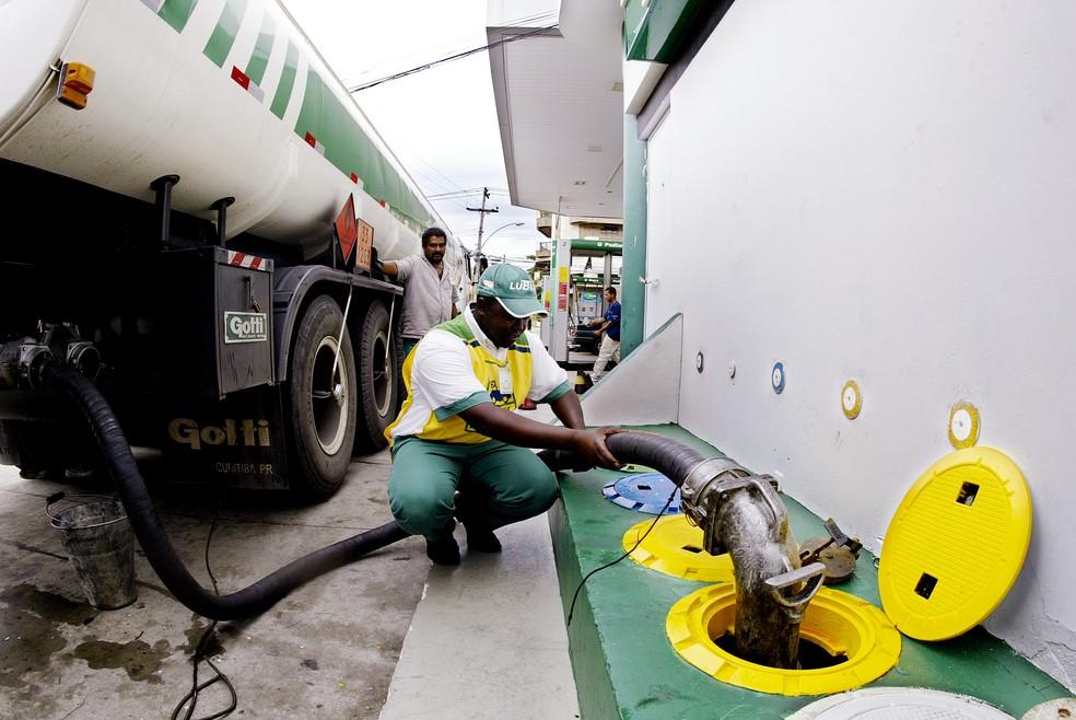 Petrobras reajusta em 12% o preço da gasolina a partir desta 5ª ...