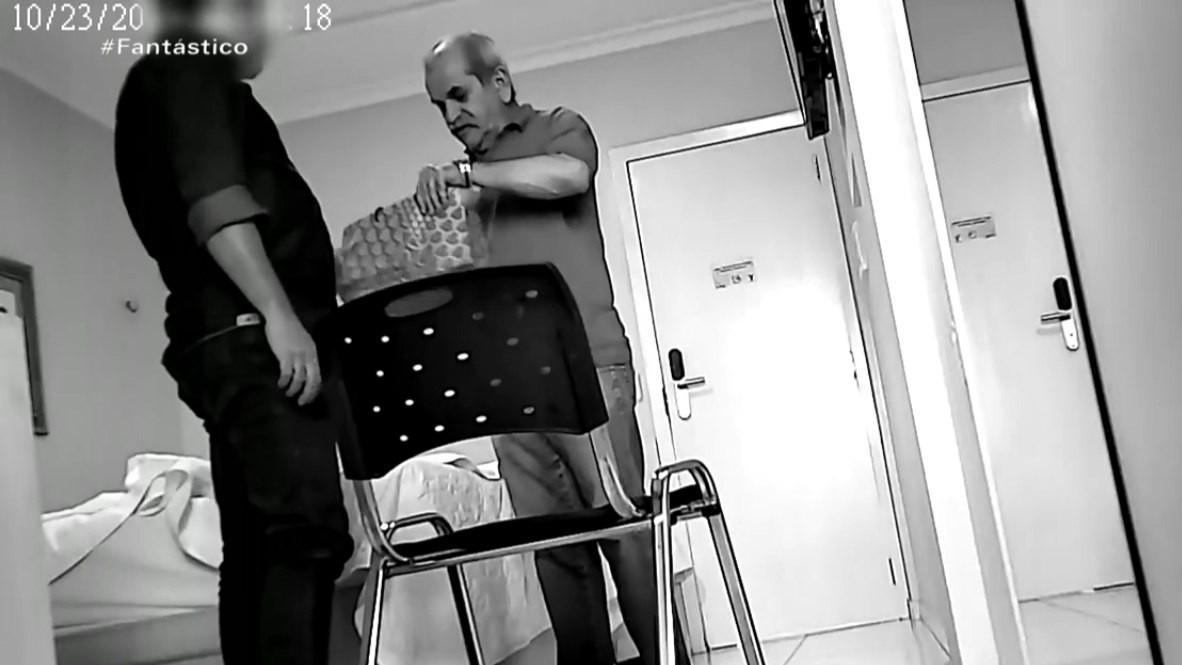 Prefeito paraibano gravado com dinheiro na cueca deixa presídio