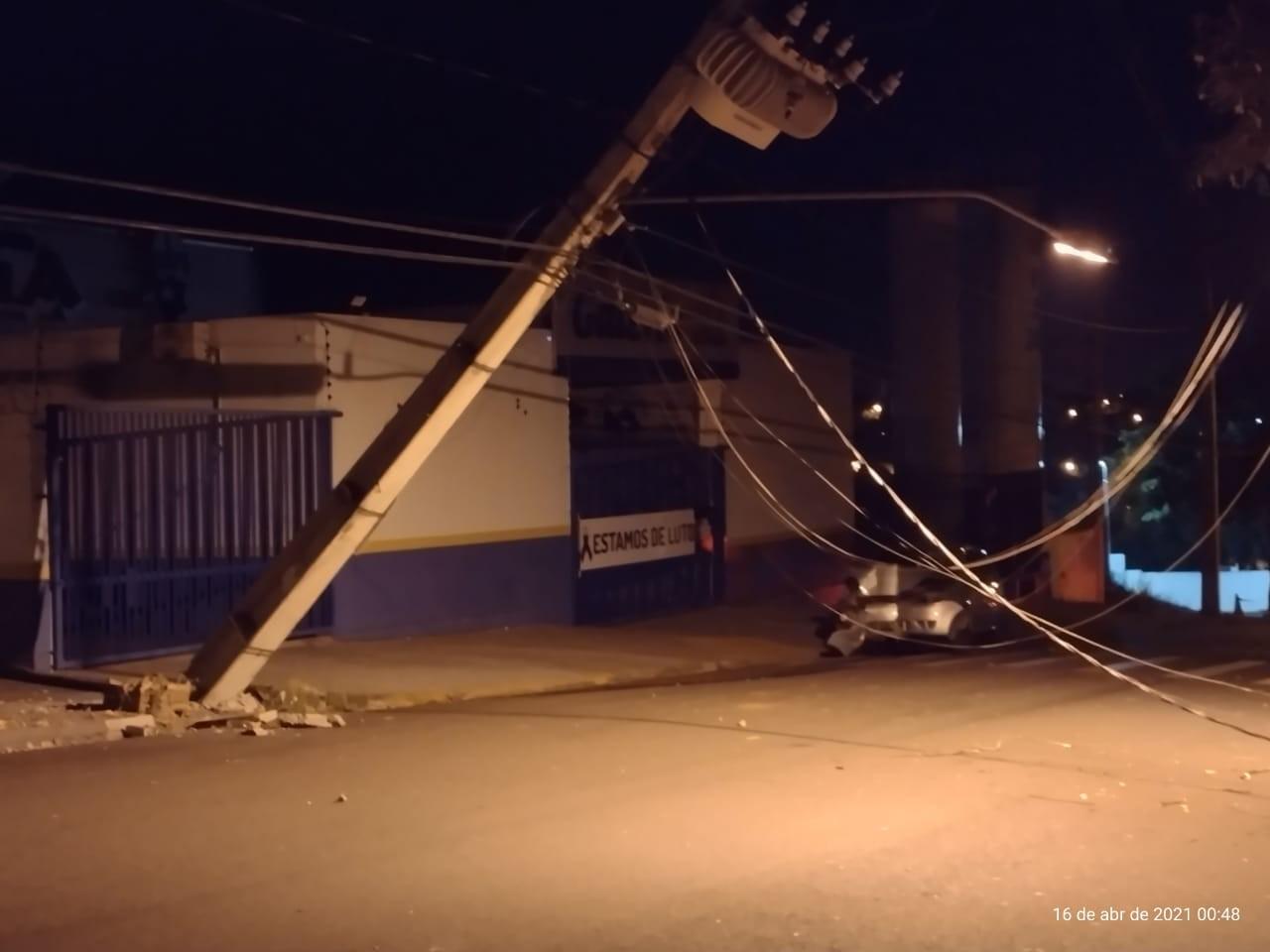 Gerador da UPA do Ana Jacinta é acionado após motorista bater em poste e causar interrupção de energia