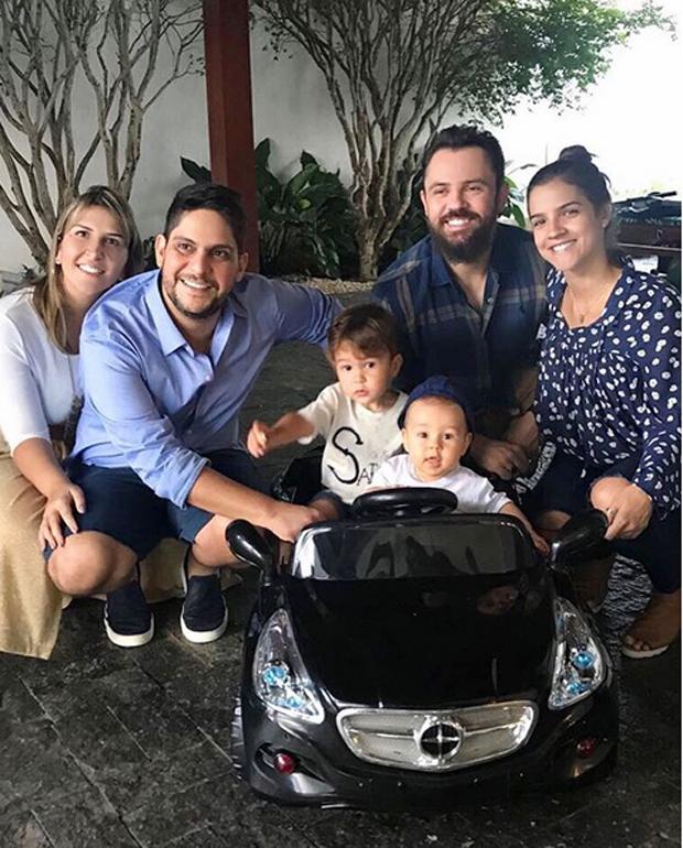 O encontro das famílias de Jorge e Mateus em Goiania  (Foto: Reprodução/Instagram)