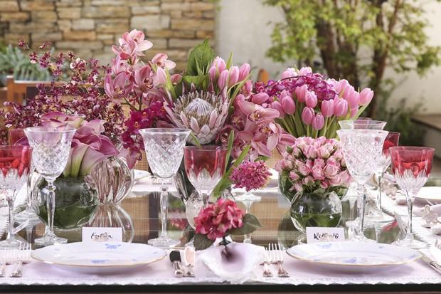 Decoraç u00e3o de mesa para o Dia das M u00e3es em tons de rosa Casa Vogue Vamos Receber # Decoração De Mesa Para Almoço Dia Das Mães
