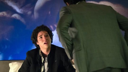 Bruno termina com Stephanie e é humilhado por Alex